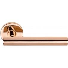 Basics LBVII-19 massieve deurkruk geveerd op ronde rozet PVD glans rood koper